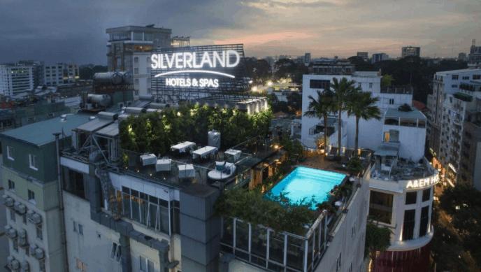 Không gian sân thượng của khách sạn Grand Silverland & Spa