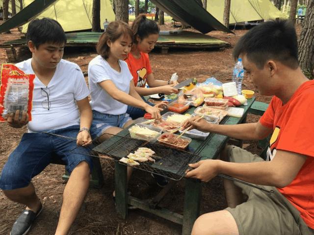 Tiệc nướng BBQ tại khu sinh thái bản Rõm
