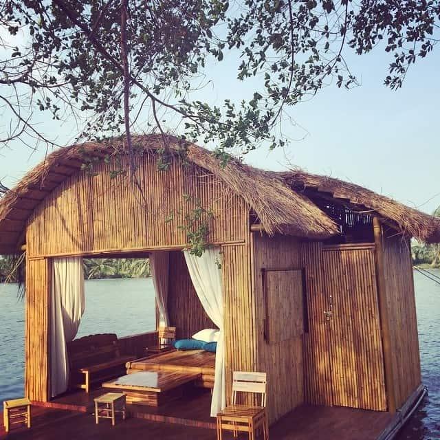 Khu nhà chòi tại Làng Du lịch Tre Việt - nơi mà bạn có thể nghỉ ngơi hoặc ở lại qua đêm (Ảnh: Sưu tầm)