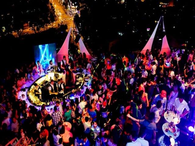 Đây là quán bar ngoài trời nằm ở tầng 28 của khách sạn Sheraton Nha Trang (Ảnh sưu tầm)