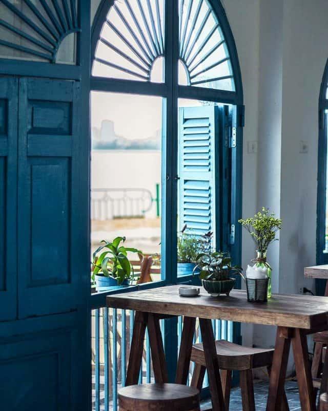 Không gian bên trong Santorini Vibes Cafe