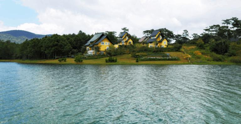 Tận hưởng không gian trong xanh tại hồ Bình An