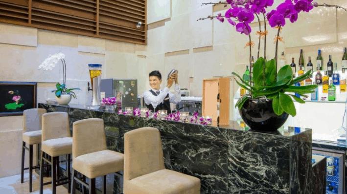 Thưởng thức đồ uống ngon tại quán bar Paragon Sài Gòn