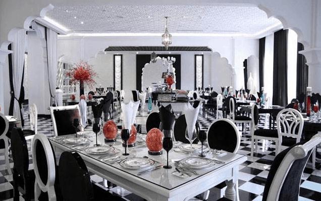 Tông màu chủ đạo là đen và trắng tạo nên nét sang trọng cho khách sạn