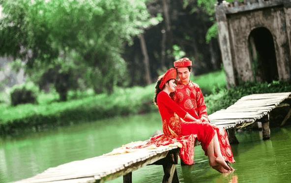 Chụp ảnh cưới trên hồ trong khu du lịch sinh thái Cao Minh