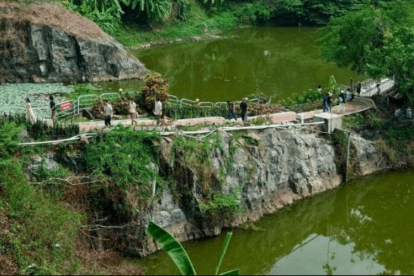 Leo bộ ven đường lên chùa Long Sơn thưởng ngoạn cảnh