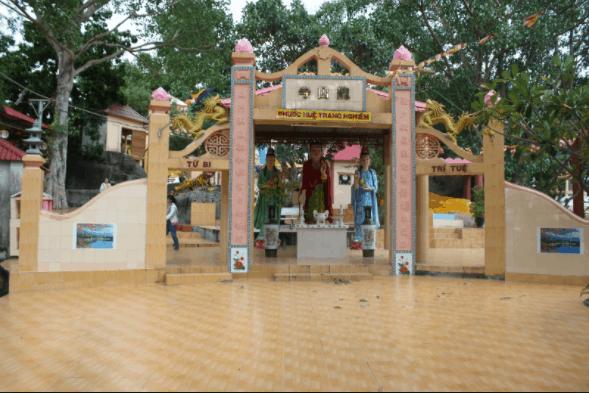 Chùa Long Sơn trong khu du lịch