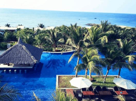 Phan Thiết cũng có nhiều resort, khu nghỉ dưỡng cao cấp
