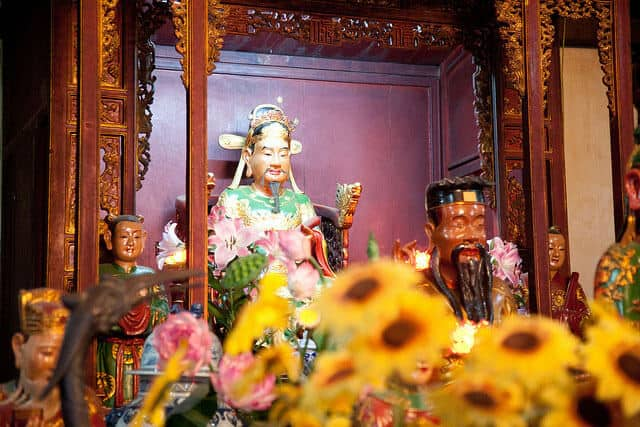 Statue of King Tran in Ngoc Son Temple