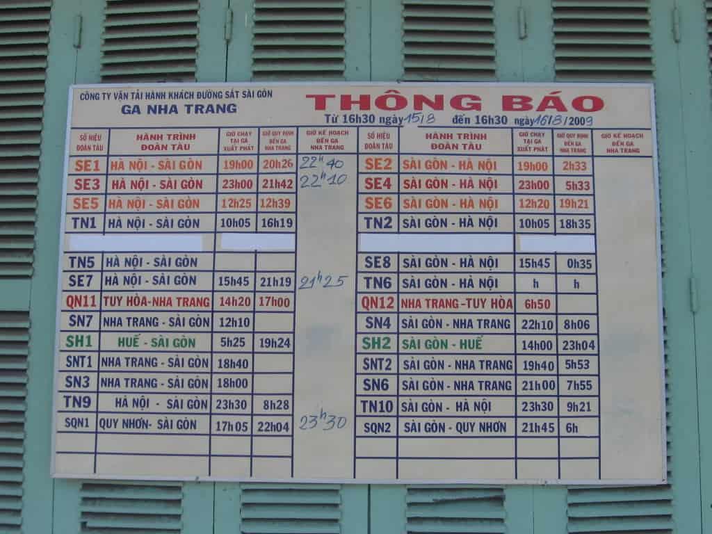 Bảng thông báo giờ tàu chạy quen thuộc (ẢNH ST)