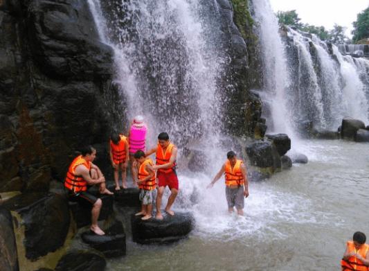 Image result for Tham gia cưỡi Voi, cưỡi Đà Điểu, chụp ảnh cùng Lạc Đà hay chèo thuyền phao dọc con suối thơ mộng bên dưới chân thác.
