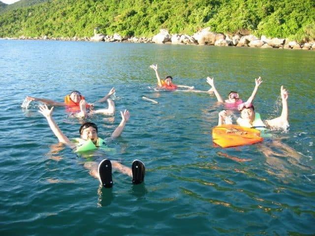 Du khách trải nghiệm lặn ngắm san hô (Ảnh: Sưu tầm)