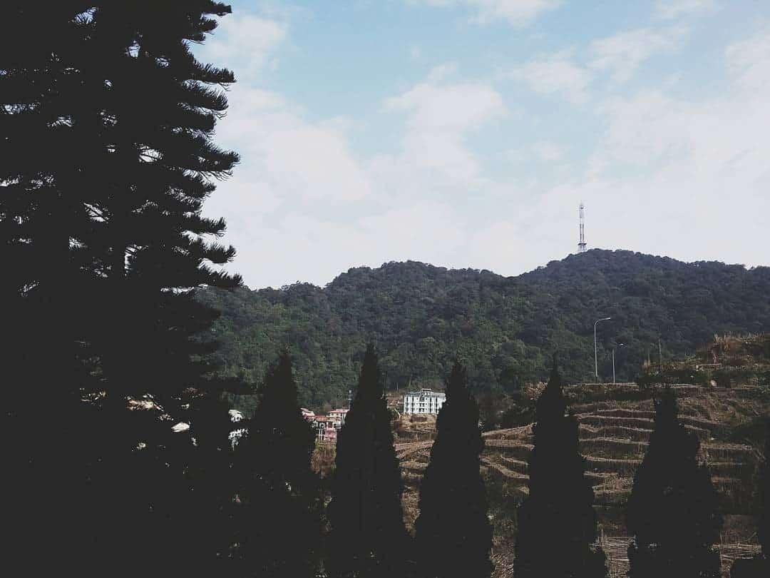 Tháp truyền hình sừng sững giữa núi đồi Tam Đảo (Ảnh: ST)