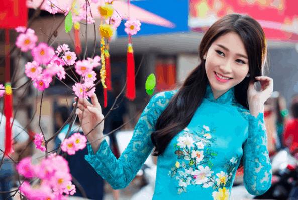 Đường hoa Nguyễn Văn Trị là địa điểm chụp ảnh lý tưởng ngày Tết