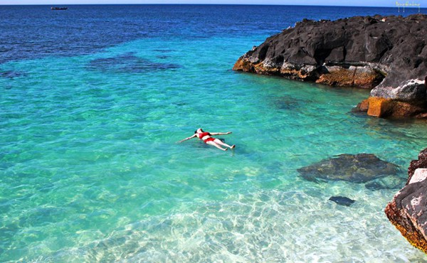 Nước biển trong xanh trên đảo Lý Sơn (Ảnh ST)