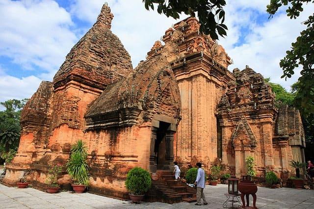 Tháp Bà điểm đến du lịch hấp dẫn tại Nha Trang (Ảnh ST)