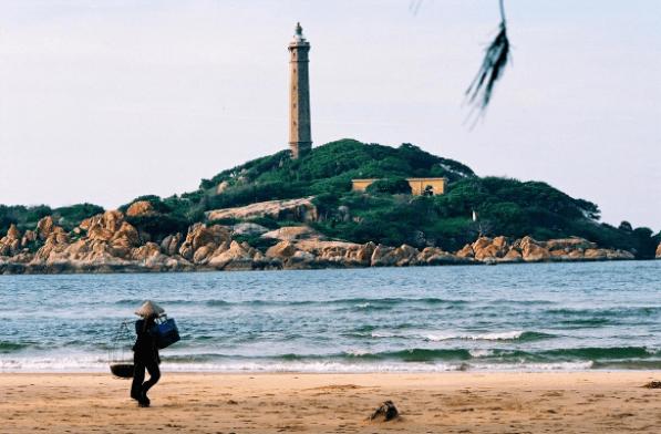 Ngắm ngọn hải đăng từ xa