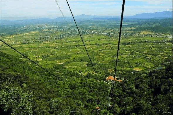 Bao quát cảnh vật quanh núi Tà Cú