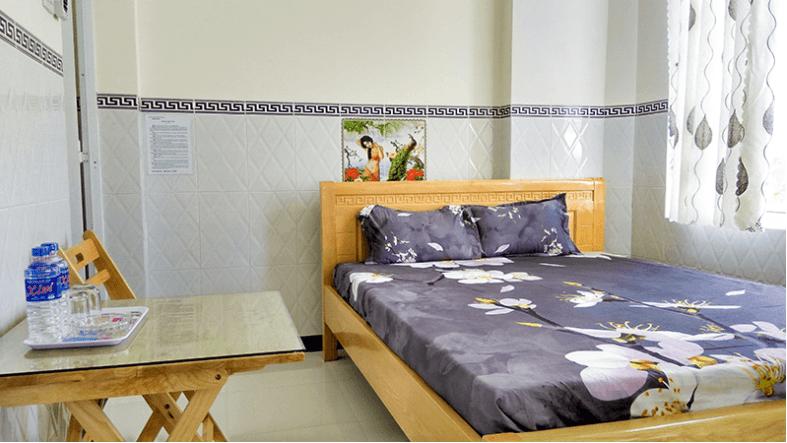 Phòng ngủ tuy nhỏ nhưng được sắp xếp gọn gàng, sạch sẽ