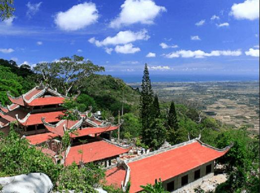 Chùa núi Tà Cú nổi tiếng ở núi Tà Cú