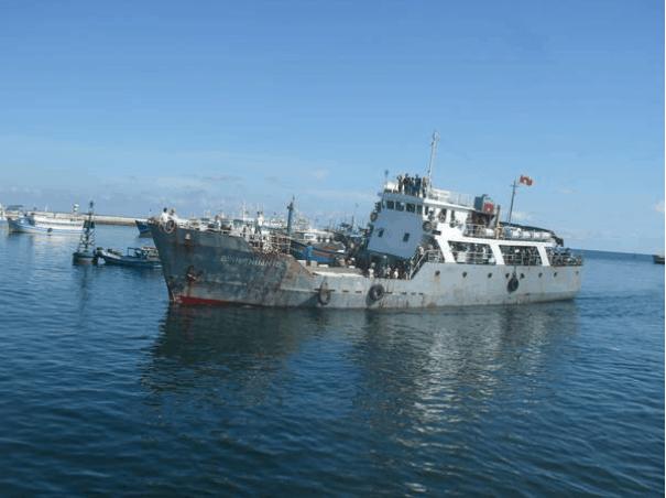 Tàu ra đảo Phú Quý