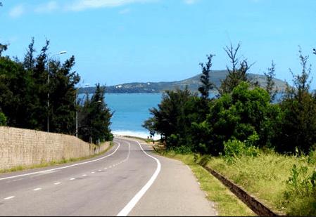Đường ven biển đến Bàu Trắng đẹp lung linh