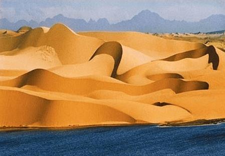 Vân cát lạ mắt ở đồi cát Mũi Né
