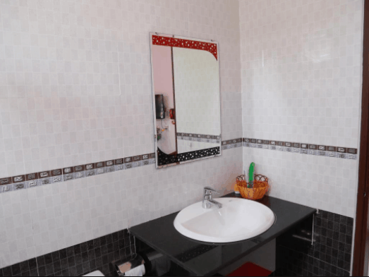 Nhà vệ sinh của nhà nghỉ sạch sẽ giúp du khách thoải mái nhất