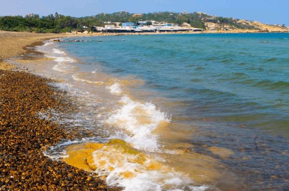 Biển Cổ Thạch là một quần thể cát và đá