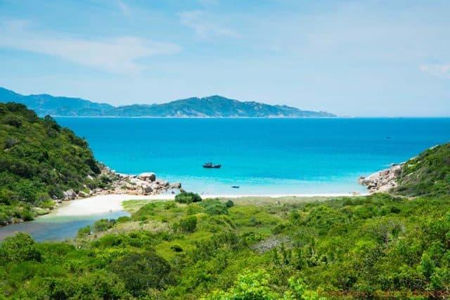 Cảnh biển trên đảo Bình Hưng (Ảnh ST)