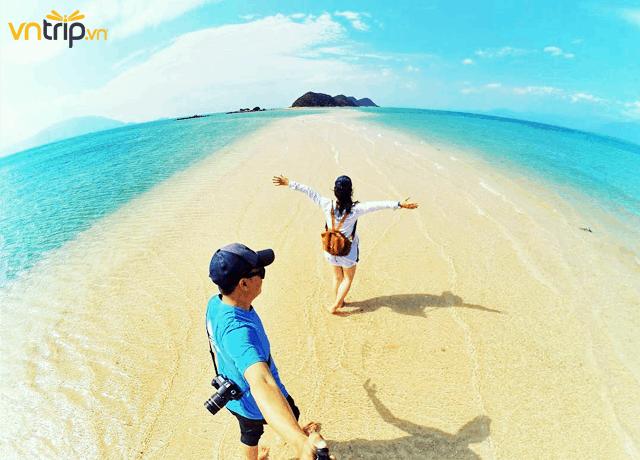 Dải cát dài trắng mịn ở Điệp Sơn (Ảnh: @lemoniro)