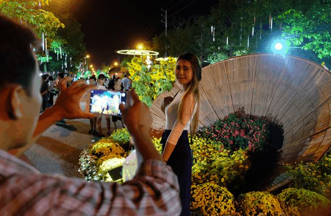 Check-in tại đường hoa Hùng Vương