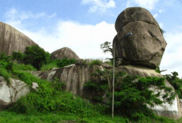 Danh thắng đá Ba Chồng - Đồng Nai