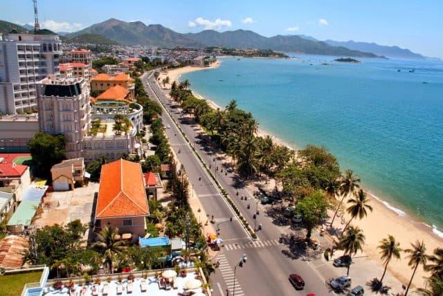 Bạn nên chọn những khách sạn gần biển (Ảnh ST)