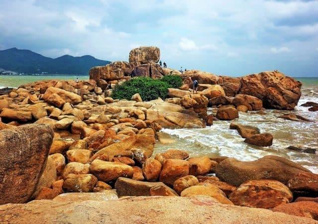 Hòn Chồng điểm đến du lịch Nha Trang 3 ngày 2 đêm theo kiểu tự túc (Ảnh ST)