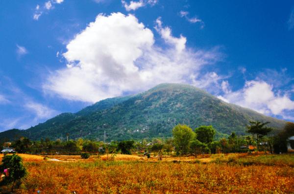 Hình ảnh núi Chứa Chan