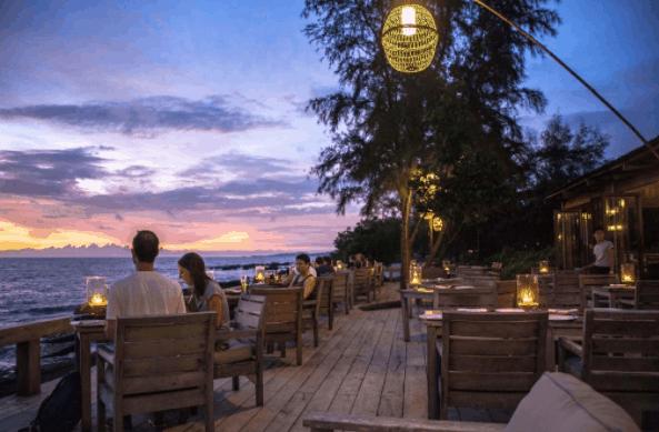 Quán cafe bên bờ biển có không gian lãng mạng
