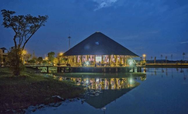 Buổi tối ở Làng Sen Việt Nam
