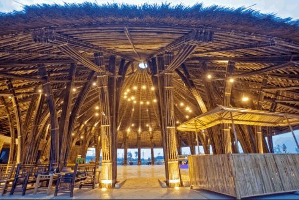 Trung tâm hội nghị Tre Việt được làm hoàn toàn bằng tre