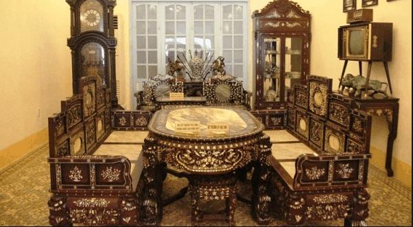 Một góc trưng bày hào nhoáng ở nhà công tử Bạc Liêu