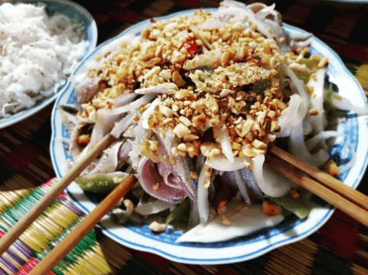 Đến Phú Quốc thưởng thức món gỏi cá trích