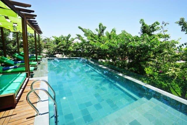 Khách sạn được tích hợp thêm hồ bơi (Ảnh ST)