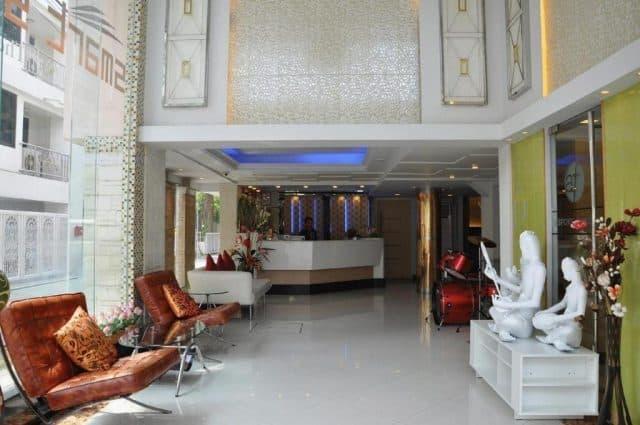 Sảnh tiếp khách của khách sạn Smart Suites (Ảnh ST)