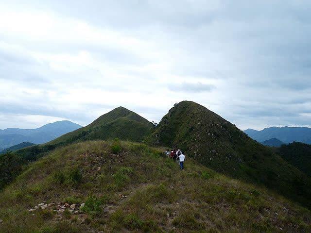 Núi Cô Tiên có 3 đỉnh, nằm ở phía Tây Bắc thành phố Nha Trang (Ảnh ST)