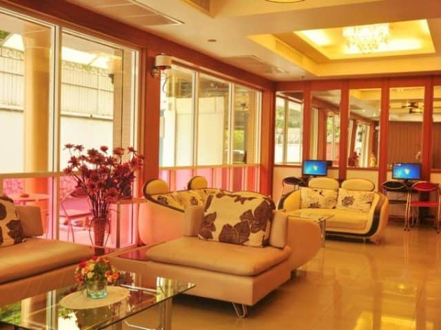 Sảnh tầng 1 rộng rãi là nơi tiếp khách của khách sạn(Ảnh ST)