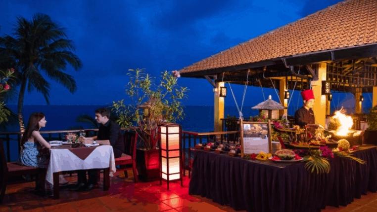 Nhà hàng lãng mạn bên bờ biển