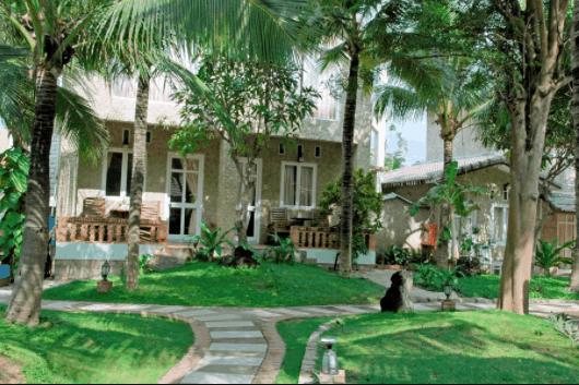 Sân vườn ở resort