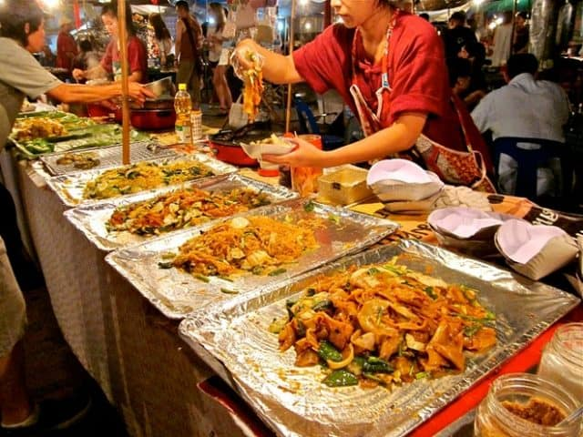 Tới Thái Lan mà không mua đồ ăn là điều vô cùng thiếu sót (ẢNH ST)