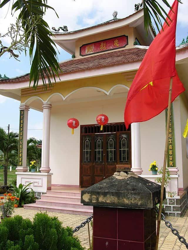 Khung cảnh bên ngoài đền thờ (Ảnh ST)