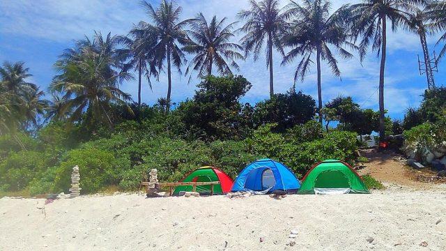 Cắm trại trên bãi cát với view biển cực thích (Ảnh ST)